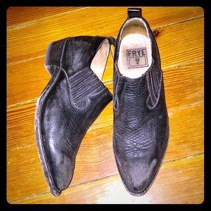 Shoes - Vintage Frye Billie ankle booties 8